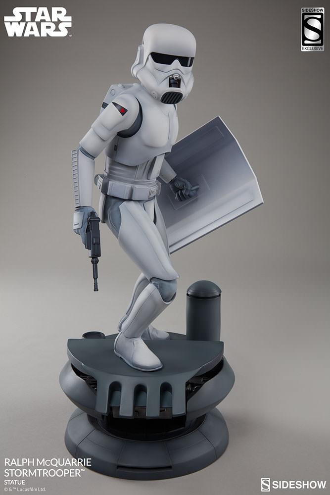 RALPH McQUARRIE STORMTROOPER Statue Star-wars-ralph-mcquarrie-stormtrooper-statue-2003731-02