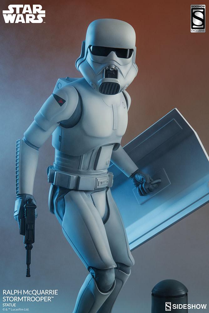 RALPH McQUARRIE STORMTROOPER Statue Star-wars-ralph-mcquarrie-stormtrooper-statue-2003731-04
