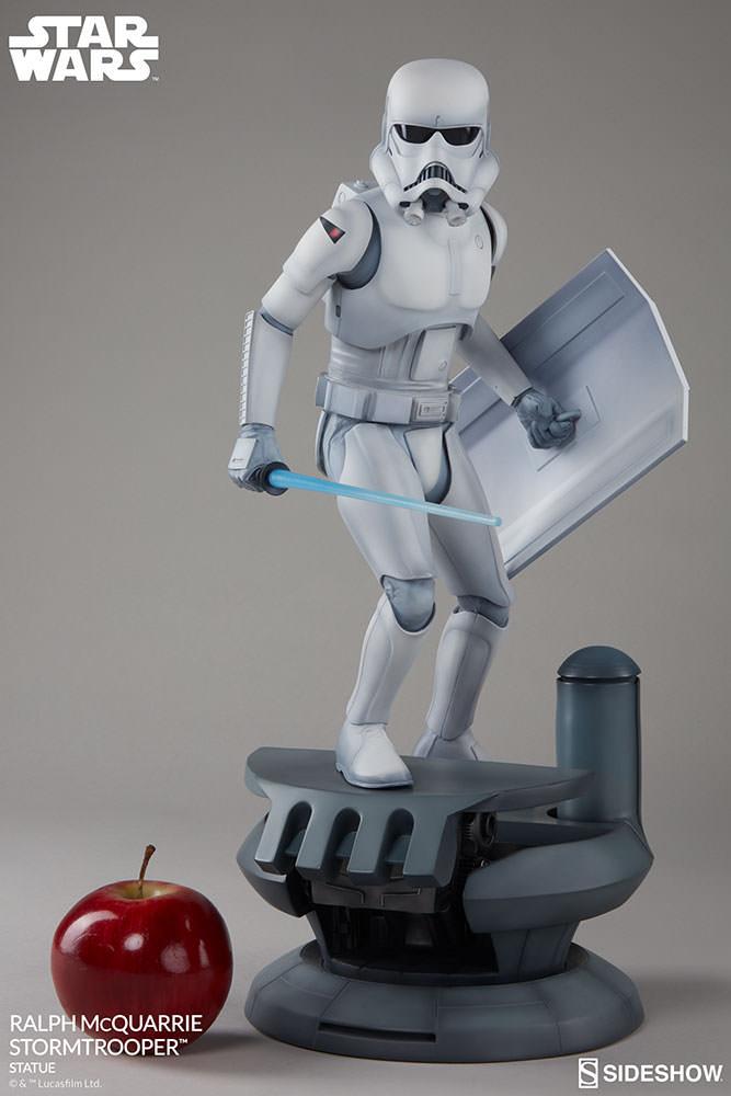 RALPH McQUARRIE STORMTROOPER Statue Star-wars-ralph-mcquarrie-stormtrooper-statue-2003731-05