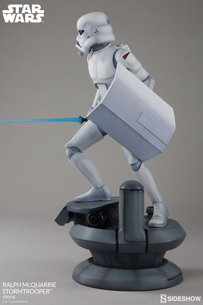 RALPH McQUARRIE STORMTROOPER Statue Star-wars-ralph-mcquarrie-stormtrooper-statue-2003731-06