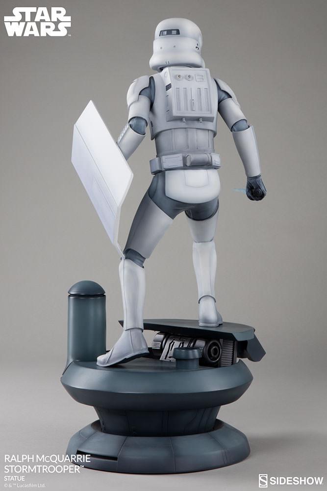 RALPH McQUARRIE STORMTROOPER Statue Star-wars-ralph-mcquarrie-stormtrooper-statue-2003731-07