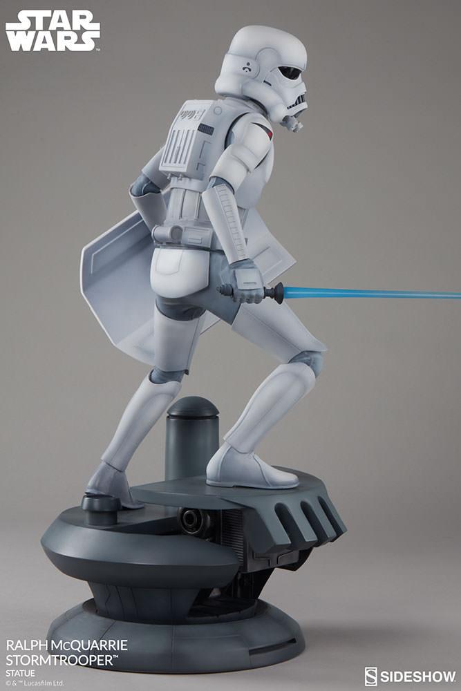 RALPH McQUARRIE STORMTROOPER Statue Star-wars-ralph-mcquarrie-stormtrooper-statue-2003731-08