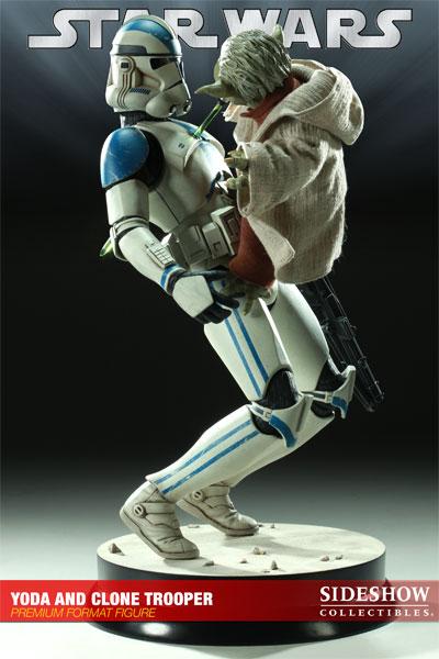 STAR WARS: YODA AND CLONE Premium format Yoda-and-clone-7216-03