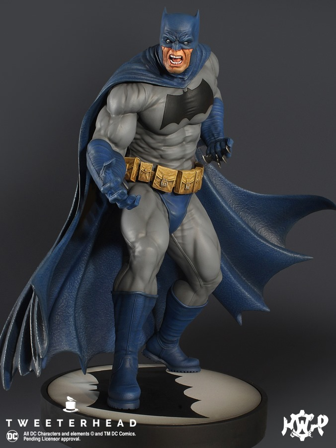 Dark Knight  1.6 Batman Maquette  Dark-Knight-1.6-Batman-Maquette-1