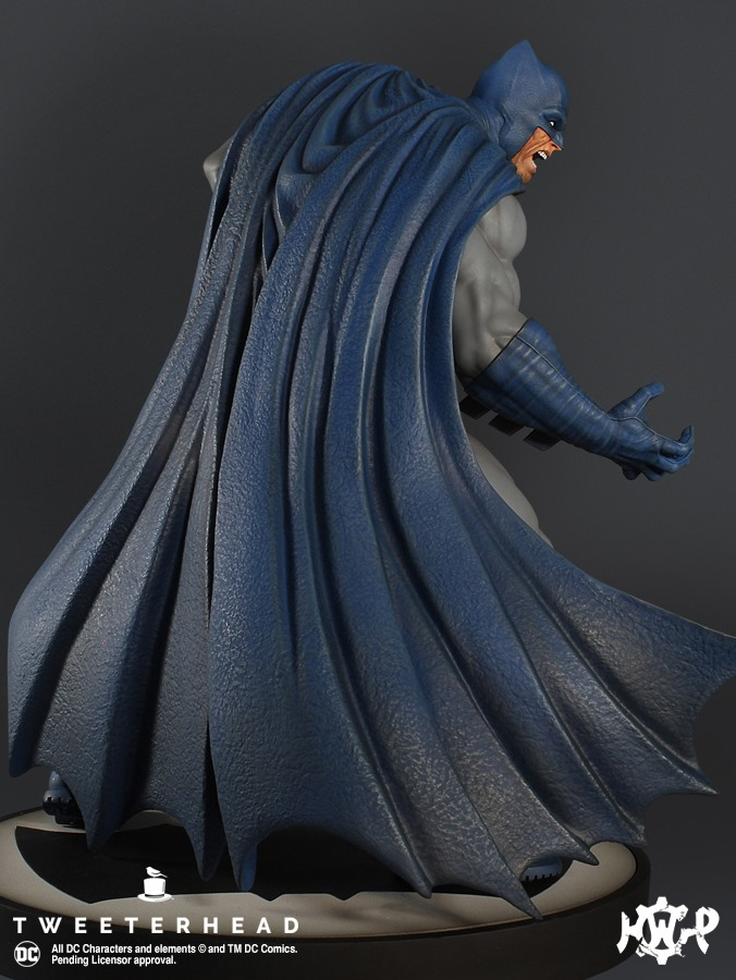 Dark Knight  1.6 Batman Maquette  Dark-Knight-1.6-Batman-Maquette-4