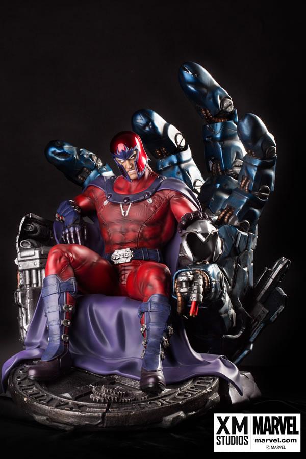 Premium Collectibles : Magneto on Sentinel Throne XM-magneto-on-throne-premium-06