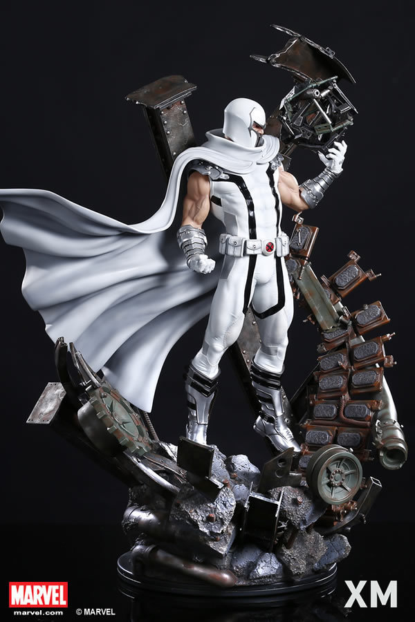 Premium Collectibles : Magneto White Version XM-magneto-white-version-premium-statue-03
