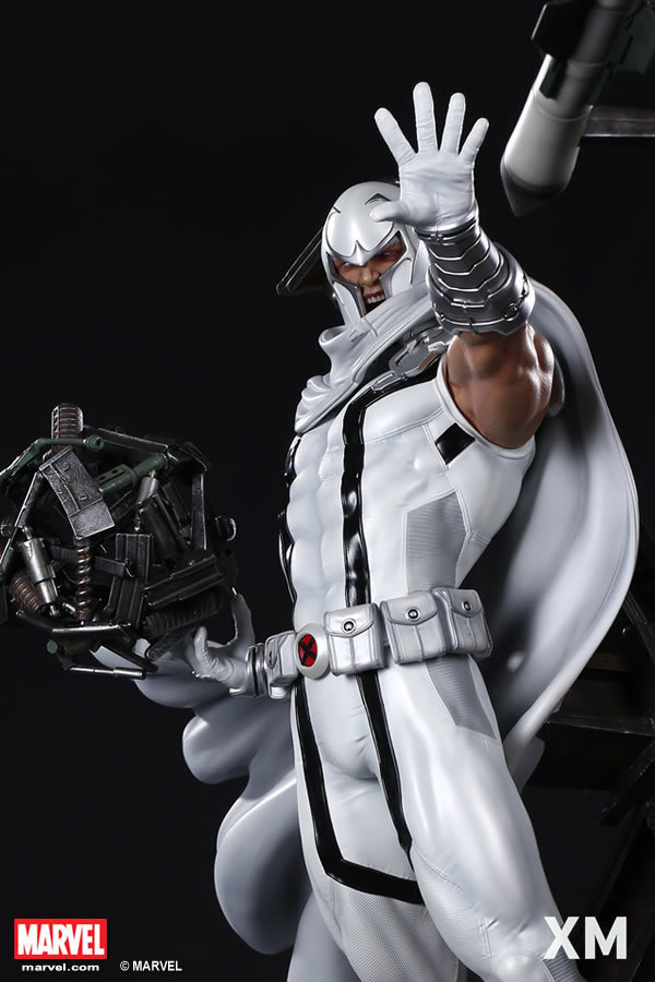 Premium Collectibles : Magneto White Version XM-magneto-white-version-premium-statue-06