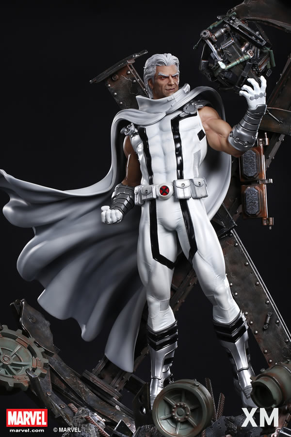 Premium Collectibles : Magneto White Version XM-magneto-white-version-premium-statue-07