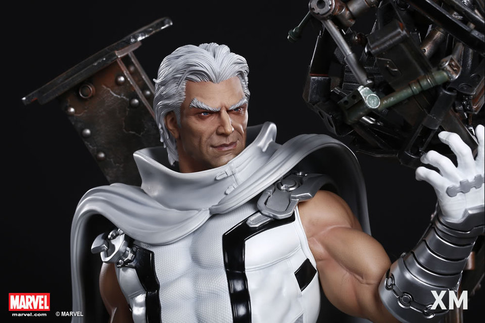 Premium Collectibles : Magneto White Version XM-magneto-white-version-premium-statue-13