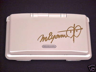 The GNamer Forum Annual Awards 2017 - Page 2 Nintendo-ds-pure-white-signed-by-shigeru-miyamoto