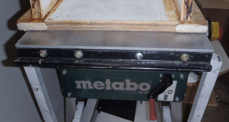 Modification du rabot-dégau Metabo HC260 Rallonge_fixation_table1