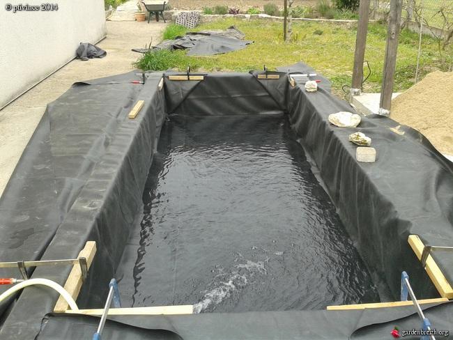 construction d'un bassin .. GBPIX_photo_624177