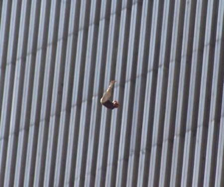 صور غريبة وجديدة لأحداث 11 سبتمبر... مبنى التجارة العالمي 2011-634509948519856870-985