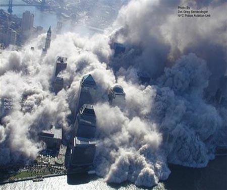 صور غريبة وجديدة لأحداث 11 سبتمبر... مبنى التجارة العالمي 2011-634509969095832577-583