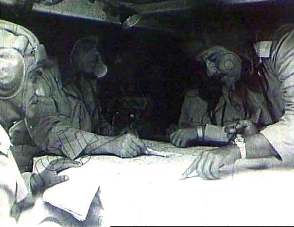 صور نادرة لقادة وضباط الجيش والجنود أثناء إدارة العمليات في حرب أكتوبر 2013-635164802681643677-164