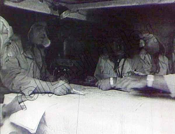 صور نادرة لقادة وضباط الجيش والجنود أثناء إدارة العمليات في حرب أكتوبر 2013-635164802686479708-647