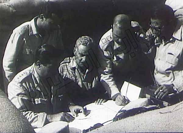 صور نادرة لقادة وضباط الجيش والجنود أثناء إدارة العمليات في حرب أكتوبر 2013-635164802687103712-710