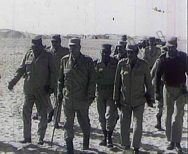 صور نادرة لقادة وضباط الجيش والجنود أثناء إدارة العمليات في حرب أكتوبر 2013-635164802688507721-850