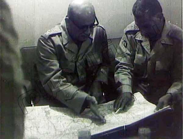 صور نادرة لقادة وضباط الجيش والجنود أثناء إدارة العمليات في حرب أكتوبر 2013-635164802688975724-897