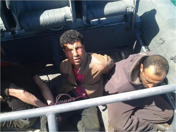 المتحدث العسكرى ينشر صور المتهمين بقطع كابل الإنترنت البحرى.. الذين قبضت عليهم القوات البحرية 2013-635000203433921905-392