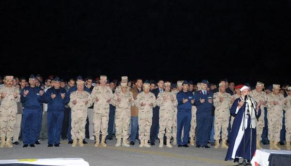 بالصور.. السيسي يتقدم جنازة شهداء الواجب ضحايا الطائرة العسكرية التي سقطت بشمال سيناء 2014-635263305924674578-467