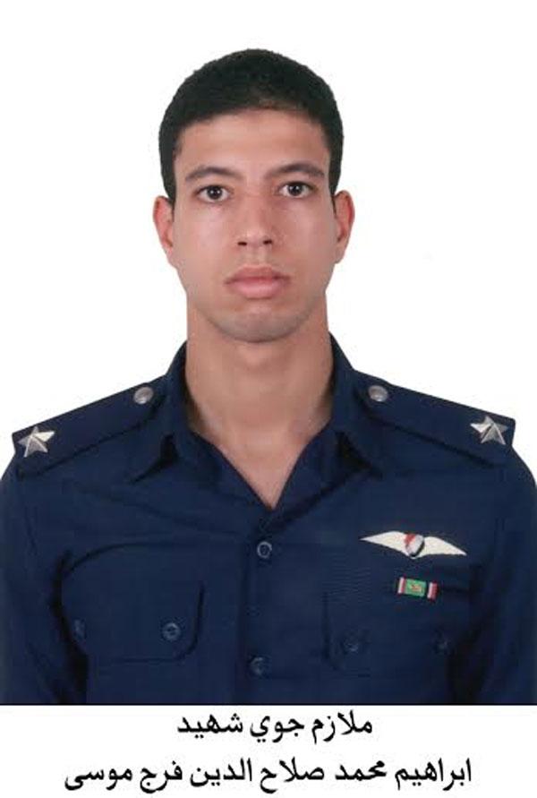 بالصور.. السيسي يتقدم جنازة شهداء الواجب ضحايا الطائرة العسكرية التي سقطت بشمال سيناء 2014-635263305933722462-372