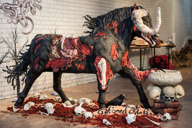Images diverses - Page 4 Zombie-horse-cake-1