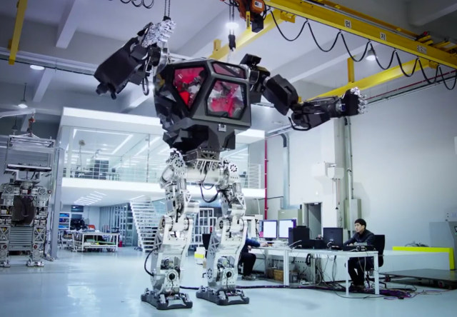 Emploi et robotique ne font pas bon ménage  South-korean-mech-robot