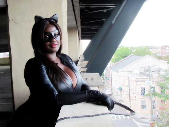 [TEMPORADA 1] CLASH OF SUPERHEROES - Parte 1 - - Página 20 Catwoman_cosplay_02