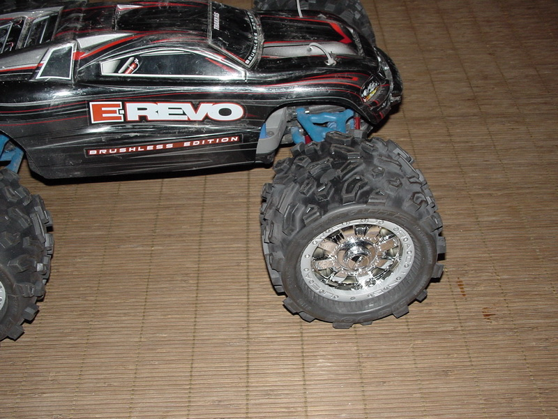 [NEW]Patins Slipper/Sliper par Hot Racing Erevo_avec_Proline_Bigjoe_Commando05