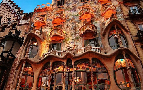 Gaudijeva arhitektura - Page 2 Antonio_gaudi_1