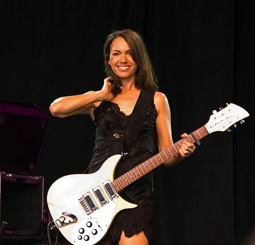 Documentales Susanna_hoffs_performing_today