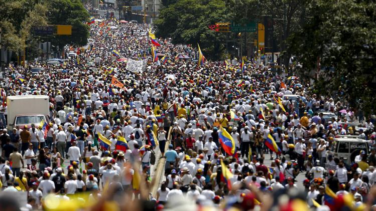 Venezuela crisis - Page 2 2014-02-22T171241Z_322500168_GM1EA2N03AD01_RTRMADP_3_VENEZUELA-PROTESTS