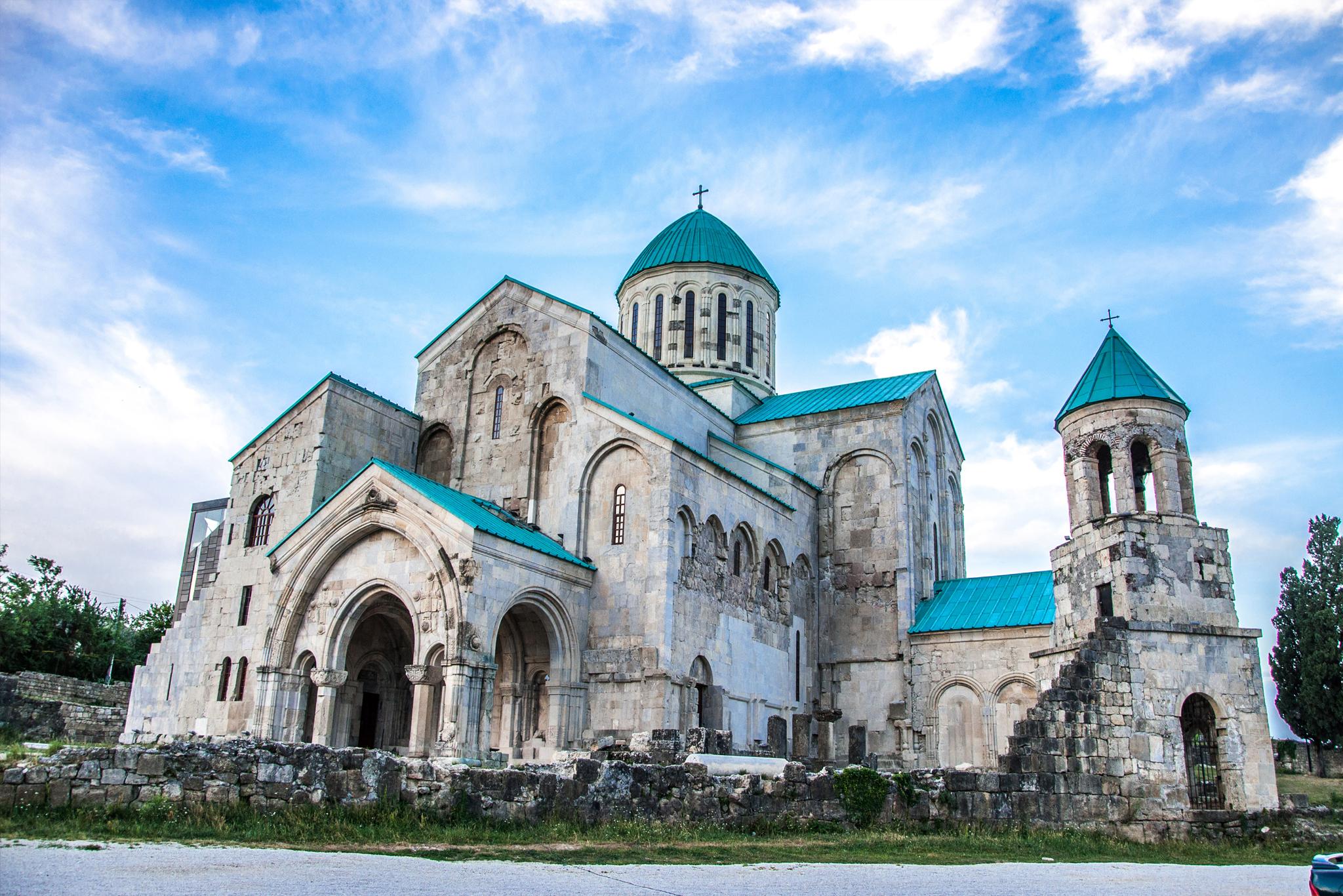 Pueblos con magia y encanto. Georgia_kutaisi_orthodox-church_156647081_0-1