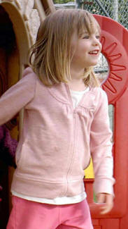 Alex Woolfall 'knows': 'The Last Photo', and other photos of Madeleine in Praia da Luz  - Page 8 Mail-21-9-7-mbm_small