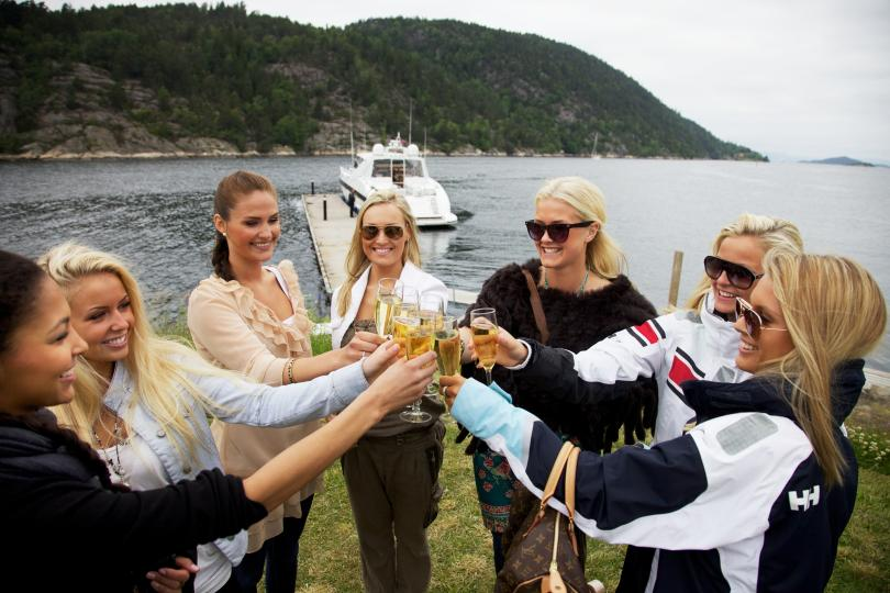 ROAD TO FROKEN NORGE (Miss Norway World & Universe) 2010 810x540