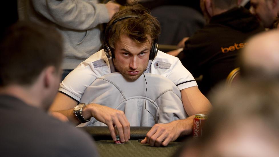 Вся норвежская страна делу покера верна! - Страница 2 978x