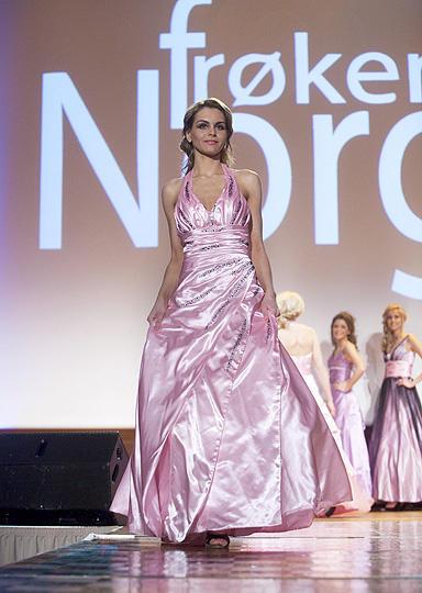 Breaking news - Froken Norge 2009 winners & runner-up 384x
