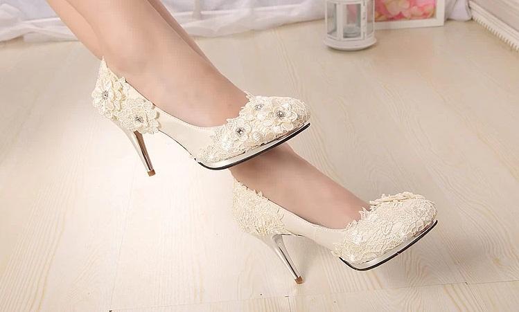 Những điều cần làm khi tìm kiếm đôi  giày cưới hoàn hảo Chon-giay-cuoi-dep-cho-co-dau-trong-nhung-ngay-he-thu-2