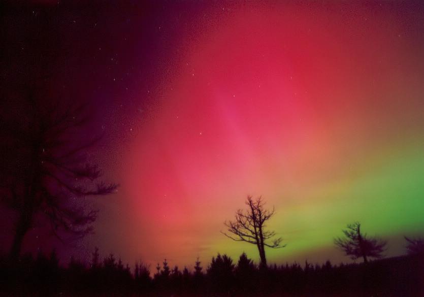 0000: le /07 à vers 1h00 du matin - Lumière étrange dans le ciel  - st germain les arpajon (91)  - Page 2 Aurore-201103-2