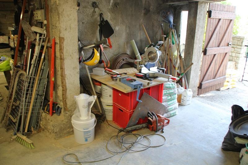 Atelier en sous sol :)  17_Atelier_Entree_Droite