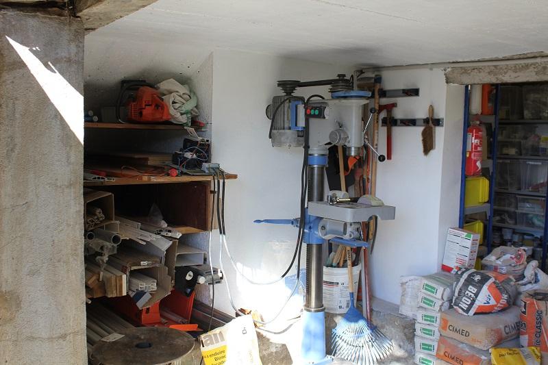 Atelier en sous sol :)  22_Atelier_Entree_gauche