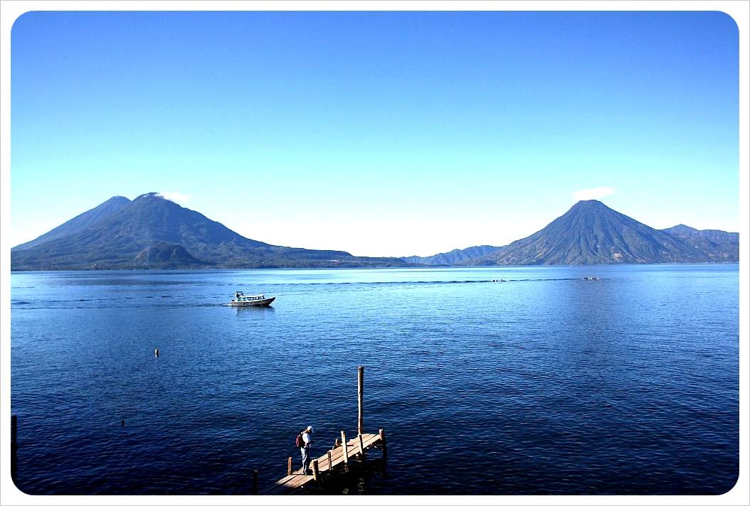 El lago Atilan Lake-Atitlan-and-Volcanoes