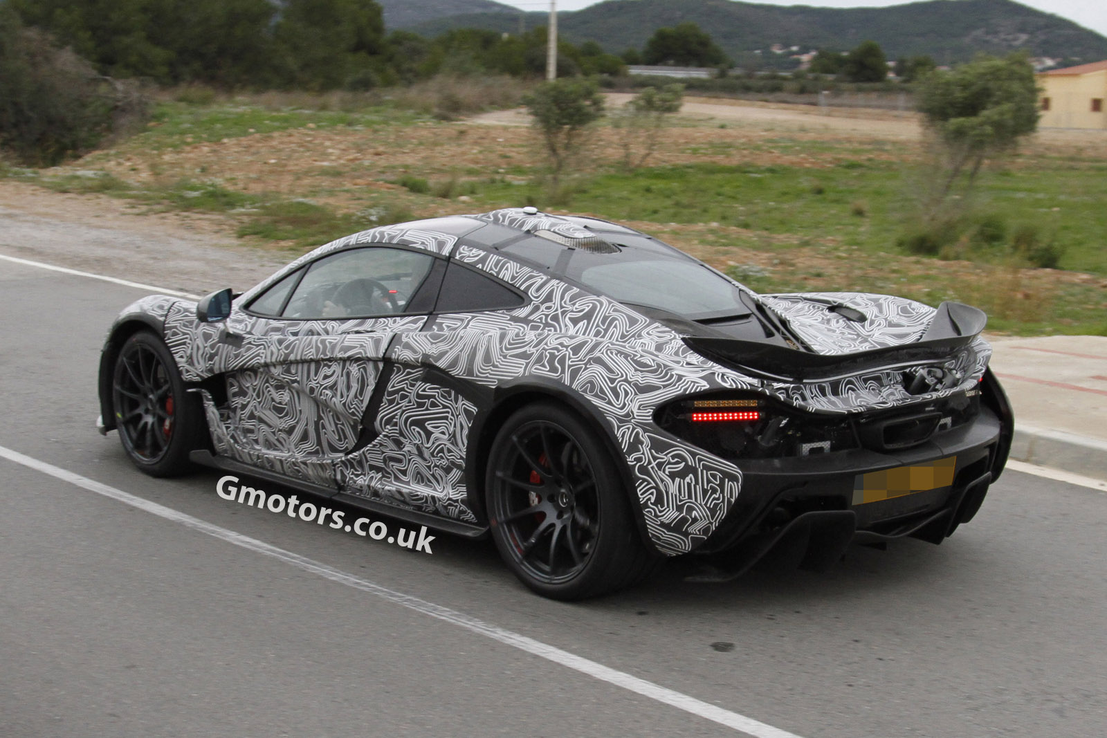 2013 - [Mclaren] P1 [P12] - Page 3 McLaren-P1-rear-side-profile