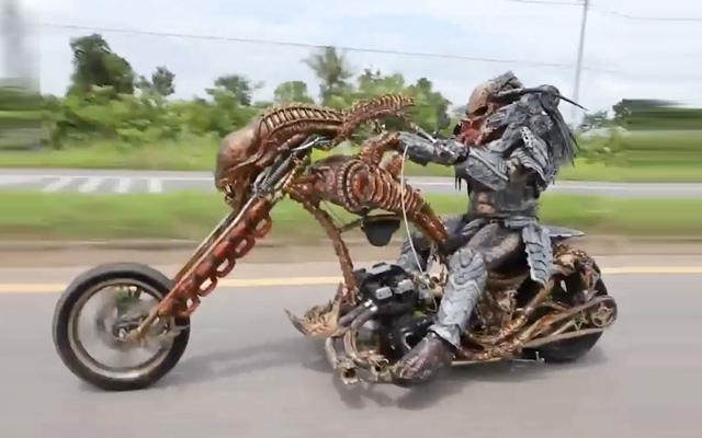 Un motard customise sa moto en Predator ! By Félix Mercadante Moto-Preadator-Aliens