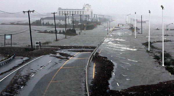 'Epic, monstrous, 1000 miles long, covers 1/3 of U.S.' – super-storm Sandy slams into U.S. East coast 20121030_HP_STORM-slide-FJJY-articleLarge