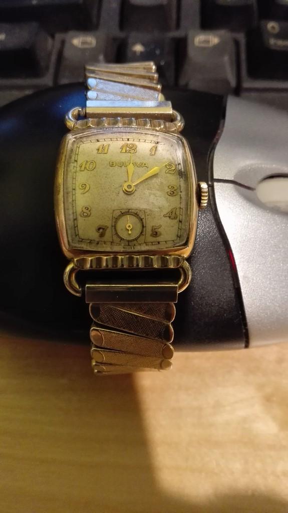 Bulova très vintage 58a194bbdacb3