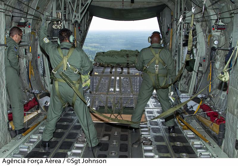 [FSX] C-130 FAB2451 - Lançamento Paraquedista, CDS e Rasante. Cds