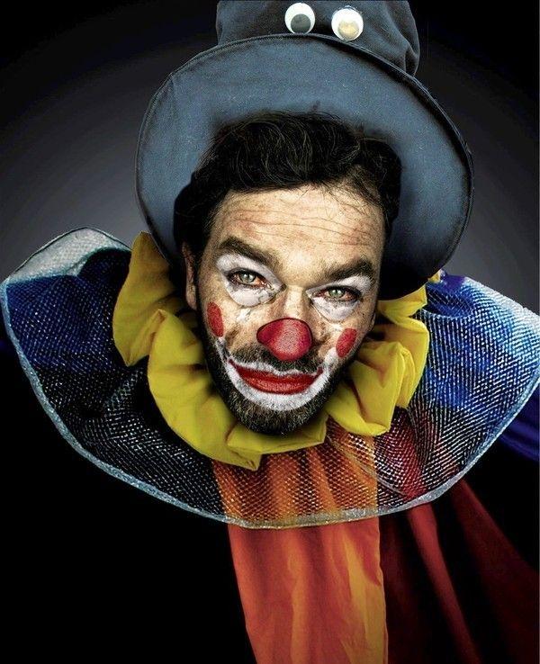 Les clowns  5b8784fa